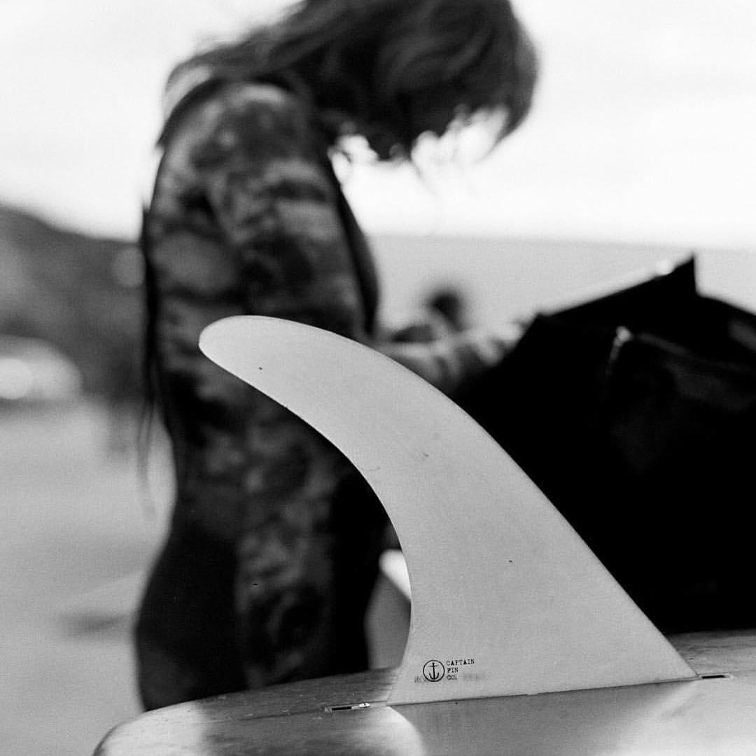 merek brand surfwear surfing skateboard kaos hoodie jaket tshirt sweater topi terkenal branded pakaian baju model jenis macam distro original kw papan selancar toko bagus keren desain renang