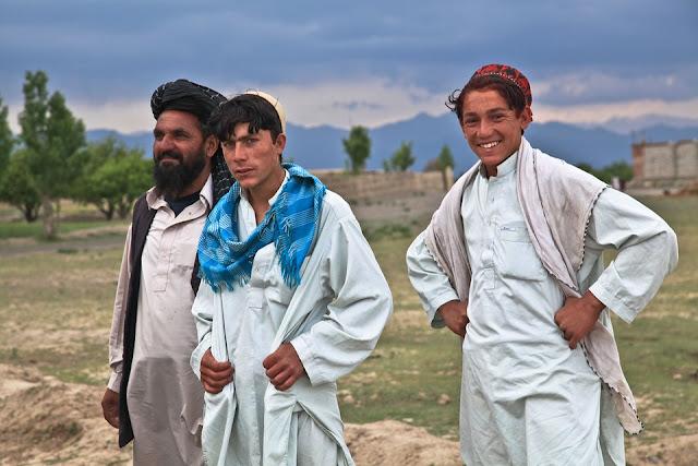 Los papeles de los hombres y mujeres afganos difieren fuertemente, tanto en términos de tareas diarias como de empoderamiento personal.
