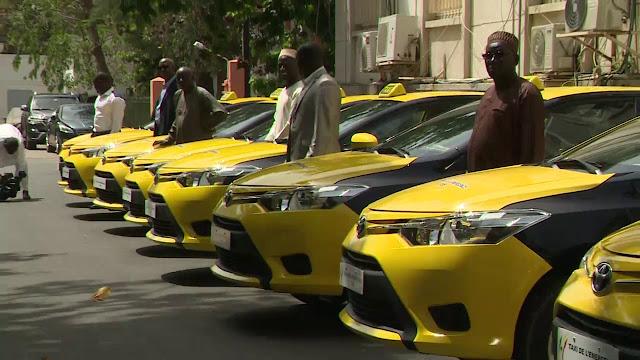 Culture, mode, Taxi, transport, urbain, décor, négociation, ville, région, prix, embouteillage, couleur, taximan, LEUKSENEGAL, Dakar, Sénégal, Afrique