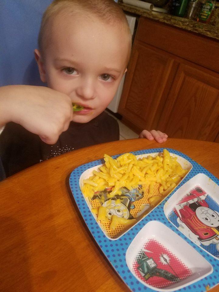 antonio eating homemade mac and cheese