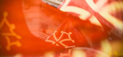 https://1.bp.blogspot.com/-C3ue-XqmFeA/YHRHzdpcb9I/AAAAAAAACc8/78t1CV3WJqIAPZpEaPKZTn1207d91GWdACLcBGAsYHQ/w400-h184/drapeau-occitan-1480x680.jpg