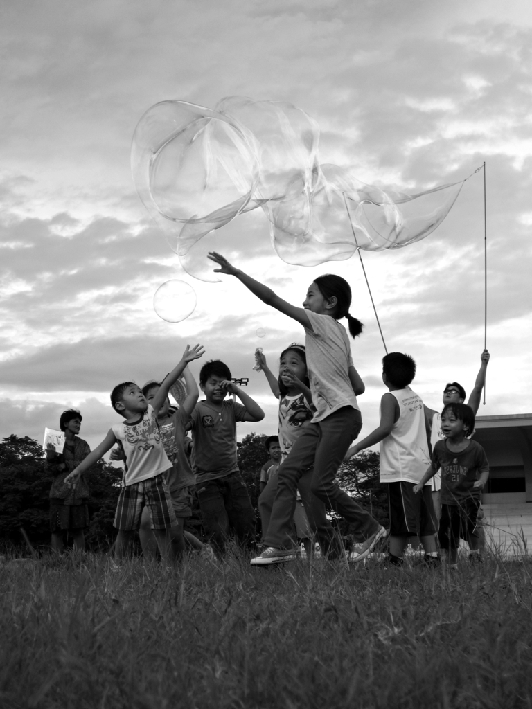 Children chasing giant soap bubbles.  (Photo by Bernard Eirrol Tugade)