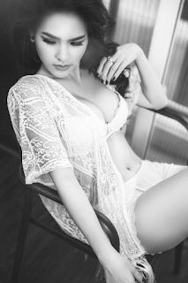Hình ảnh Phi Huyền Trang lộ núm lộ mu nội y xinhgai.biz