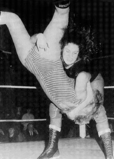 Nicky Monroe vs Tracey Kemp - Womens Wrestling UK