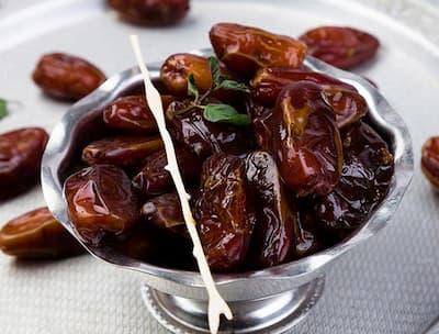 التمر هو الغذاء الصحي طفلك في رمضان