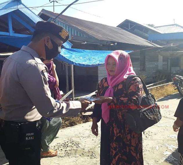 Bhabinkamtibmas Polsek Kahayan Kuala Membagikan Masker