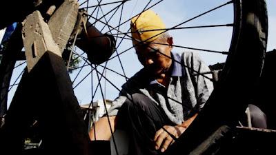 Paelan, Veteran Perang  Menyambung Hidup Jadi Tukang Tambal Ban