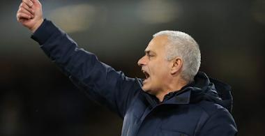 Mourinho afirma que precisa de mais jogadores após empate do Tottenham e elogia Eric Dier