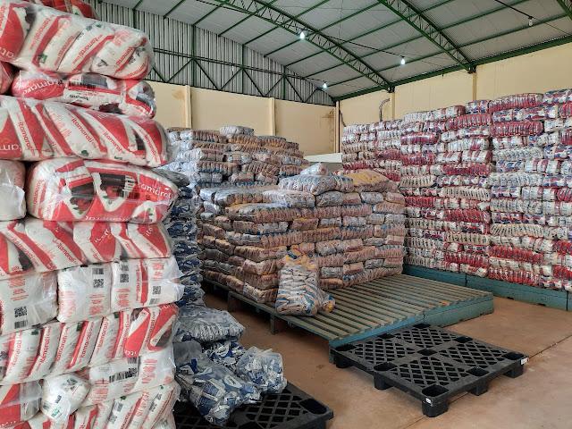 Prefeitura entrega mais de 50 toneladas de kits de alimentação escolar para alunos do Curuá-Una I, II e III