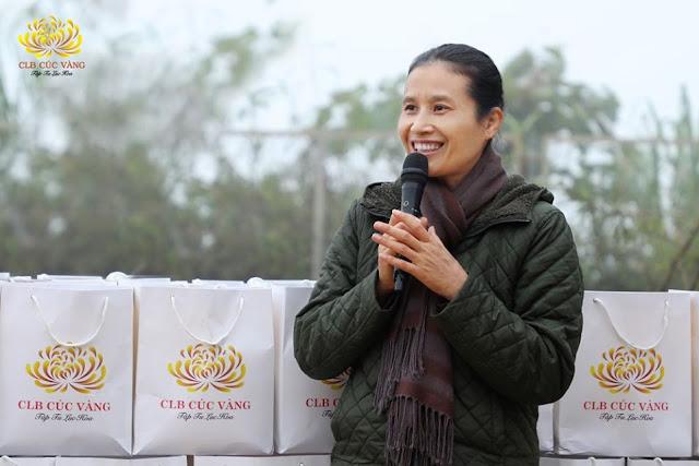 Bà Phạm Thị Yến – Chủ nhiệm CLB Cúc Vàng chữa được virus Covid-19