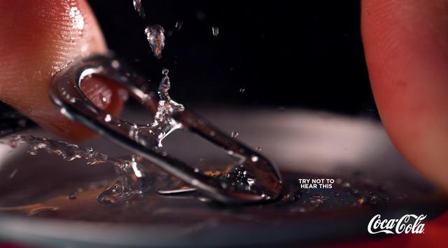 intenta-no-escuchar-estas-imágenes-de-Coca-Cola
