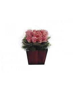 ורדים מעוצבים בכלי מהודר