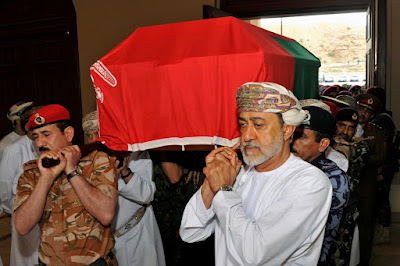 The old Sultan carrying the coffin of the old Sultan