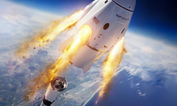 Ιστορικές στιγμές: Οι αστροναύτες του Space X προσδέθηκαν στον Διεθνή Διαστημικό Σταθμό - Δείτε LIVE
