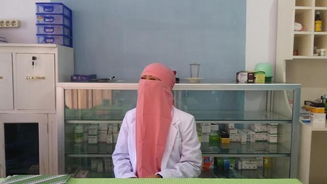 Dokter Muslimah Bercadar Ini Selalu Gratiskan Biaya Berobat Untuk Pasien Miskin