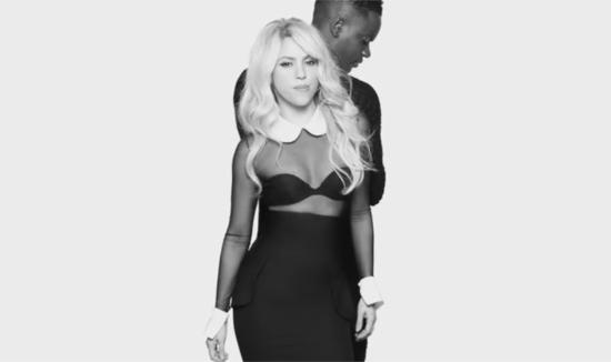Shakira in videoclipul piesei Comme moi