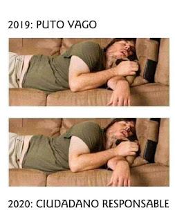 Hombre durmiendo en un sofá