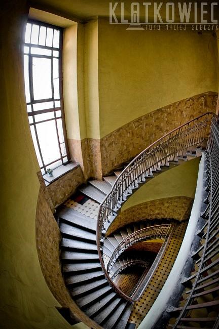 Częstochowa: schody zakręcone w połowie