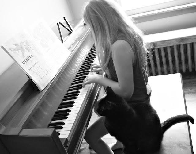 Cách nhận biết đàn piano solo và đàn piano đệm hát
