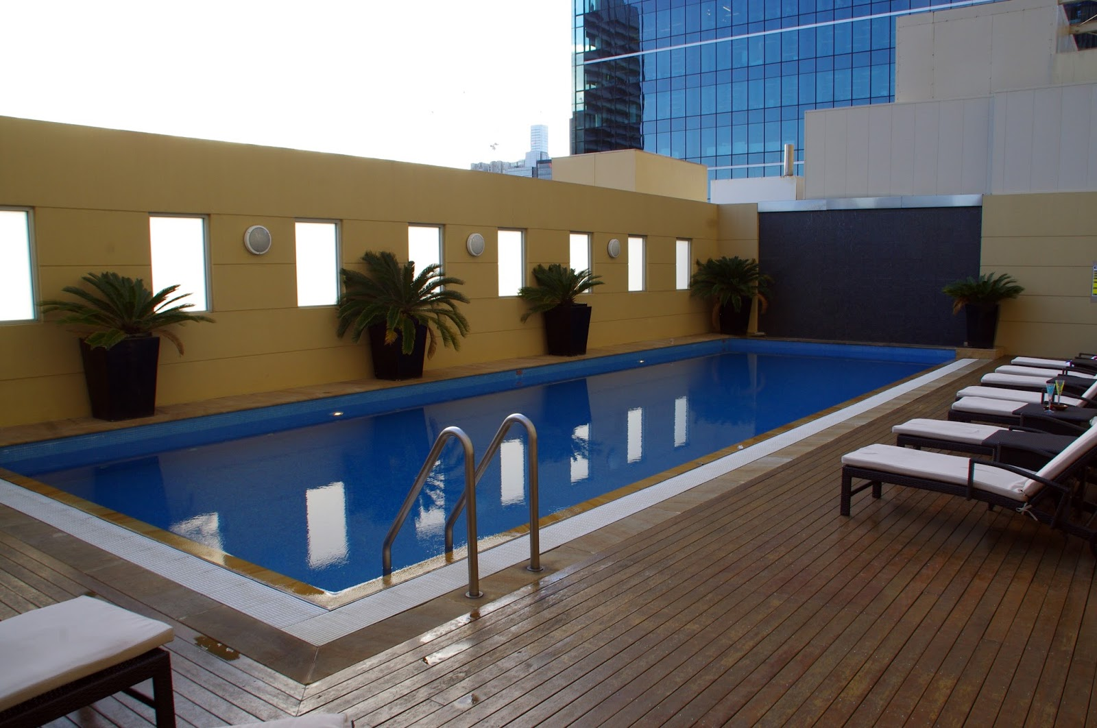 Luxury Hotel Pool swissotel
