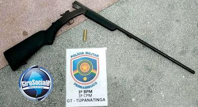 Tupanatinga:Individuo embriagado que emaçava populares ao avistar policias corre e deixa arma para trás