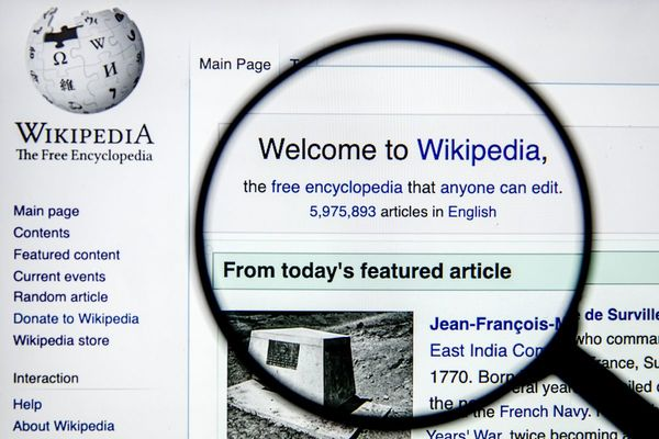 تقارير: استخدام ويكيبيديا لن يظل مجانيا بالنسبة لهذه الجهات
