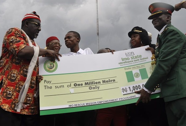okorocha turns 305 youths into instant millionaire