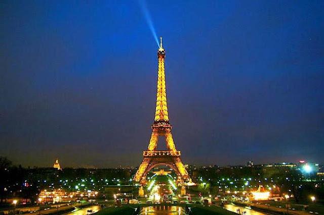 Tháp Eiffel - biểu tượng của kinh đô ánh sáng Paris