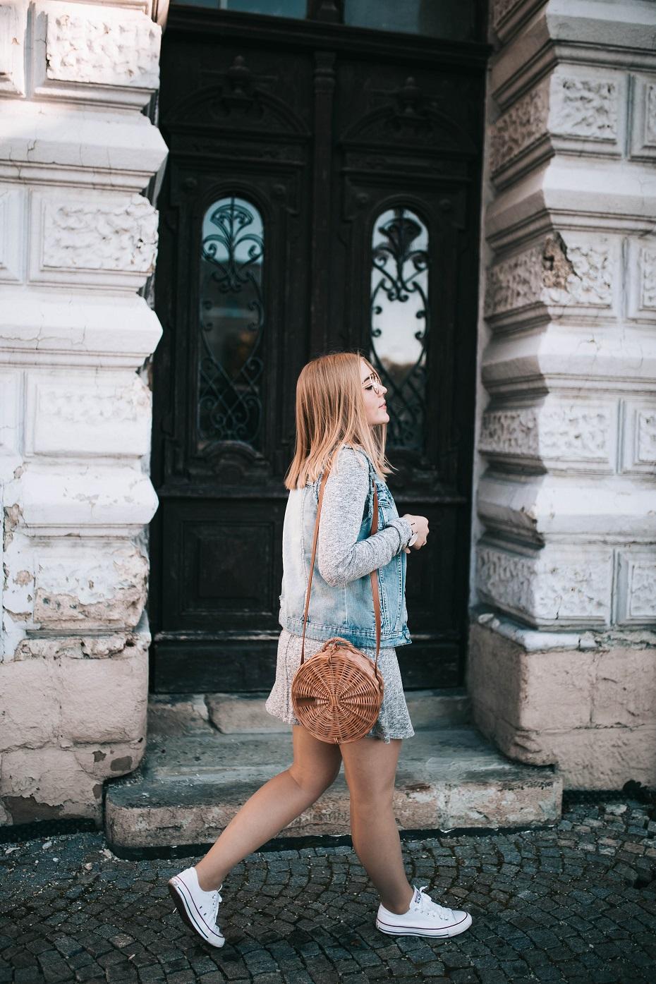 Stylizacja z jeansową kataną