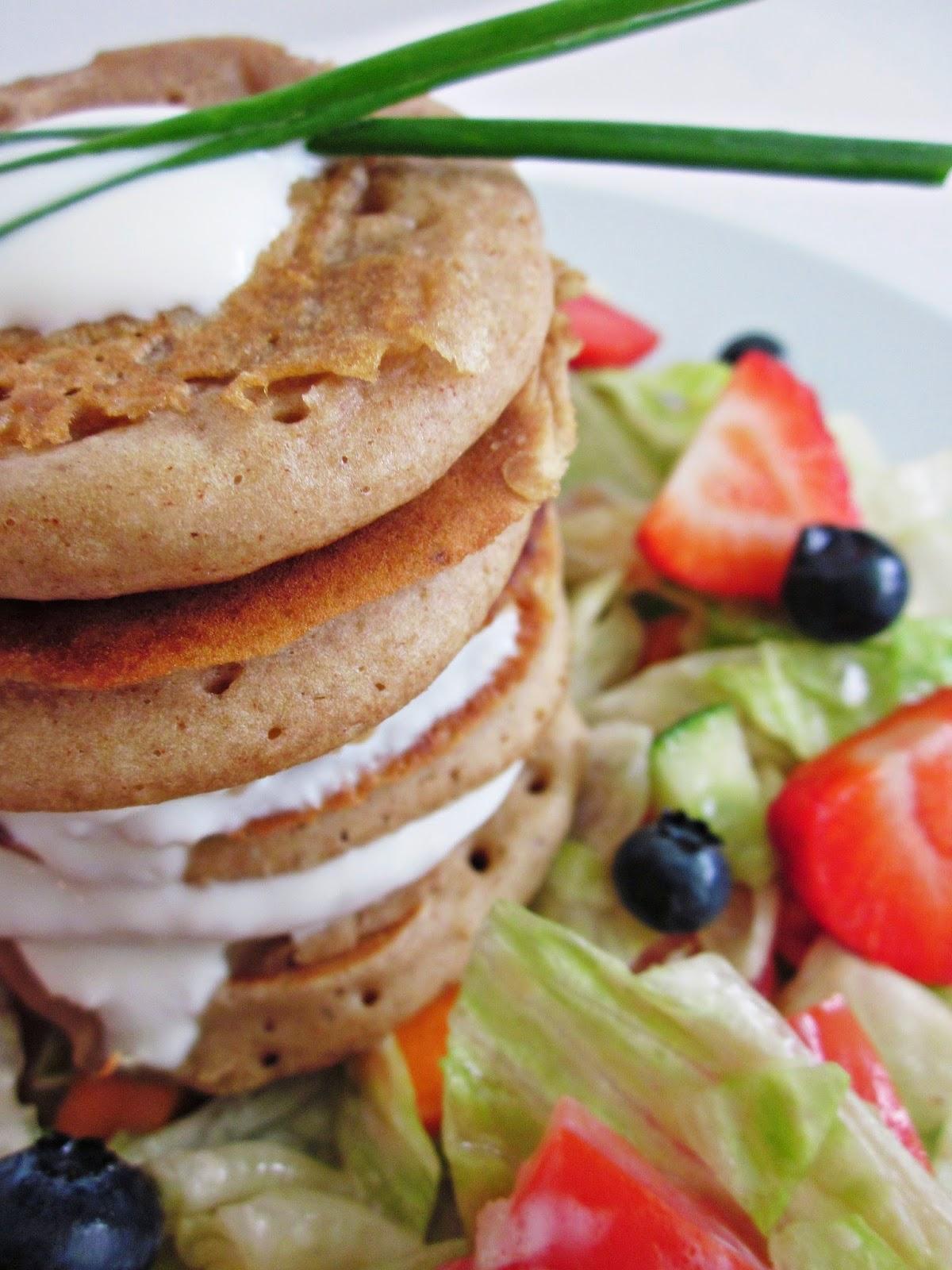 ein Stapel Buchweizen-Pancakes