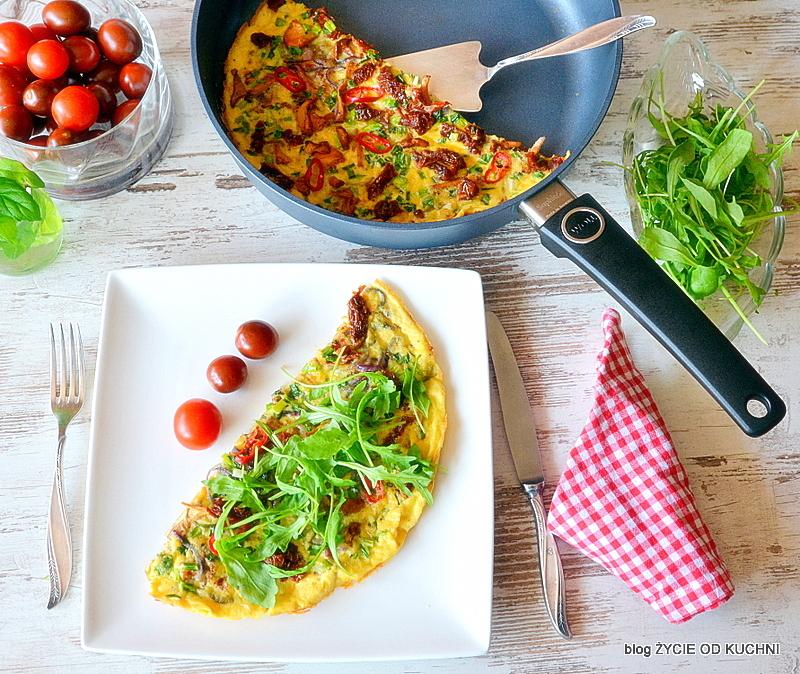 omlet z grzybami, omlet, omlet z kurkami, kurki, sezon na grzyby, grzyby lesne,
