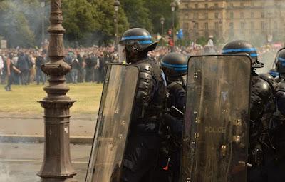 تزايد,الاحتجاجات,في,فرنسا,ضد,التلقيح,الإجباري,ضد,كورونا