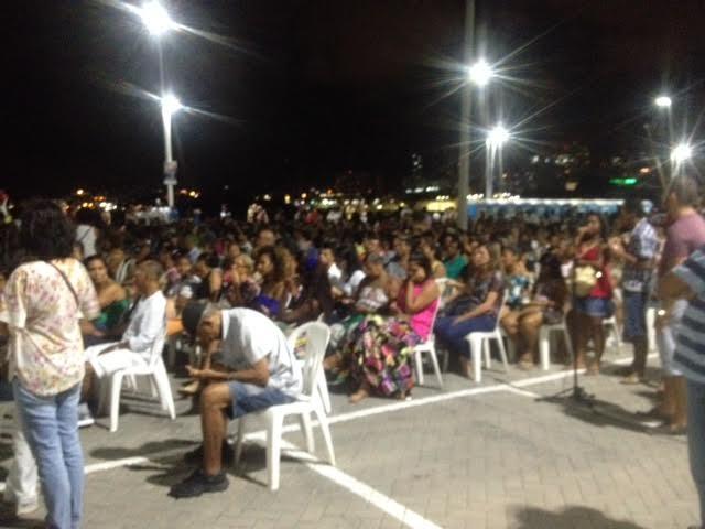 Muita gente aproveitou a Sexta-Feira Santa para assistir A Paixão de Cristo no Rio Vermelho