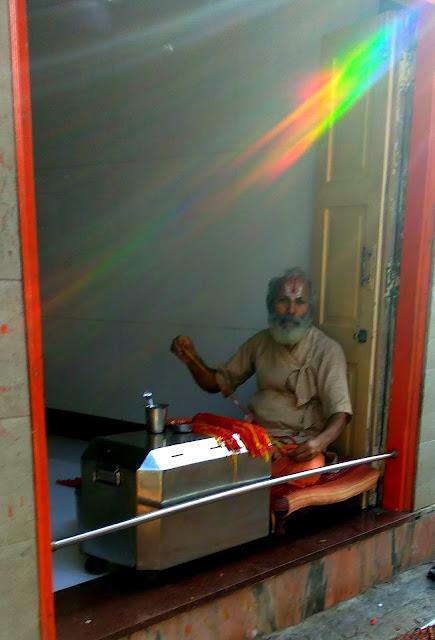 priest, shop, mahalakshmi, mumbai, spiritual, incredible india, blessed threads,