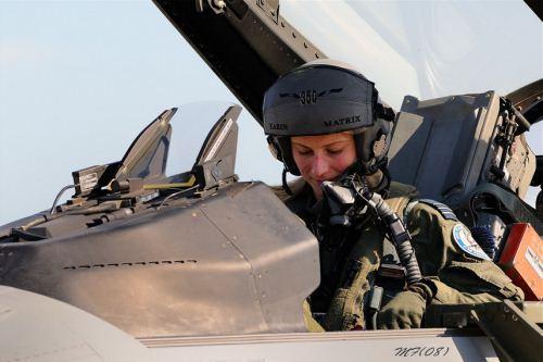 Pilot F-16
