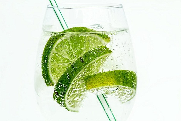 فوائد ماء الليمون المدهشة لجسم الانسان