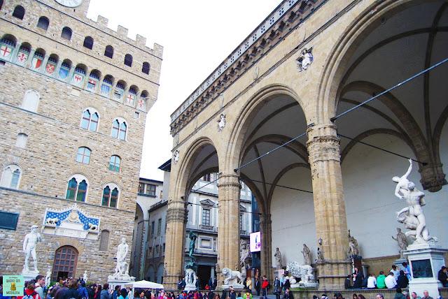Loggia dei Lanzi en la Piazza della Signoria de Florencia