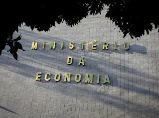Governo Bolsonaro quer aposentados sem aumento por até 2 anos