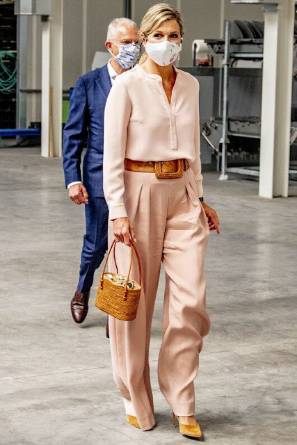 Queen Maxima's new outfit is from the fashion house Natan. Natan wide-leg trousers, Steltman earrings