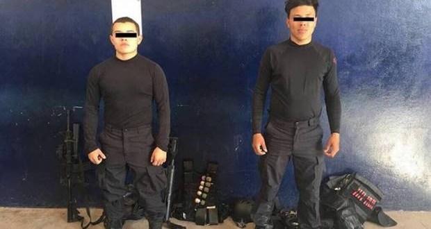 """Por disfrazarse narcos y andar con """"supuestos"""" rifles, chalecos, cascos y pasamontañas fueron capturados."""