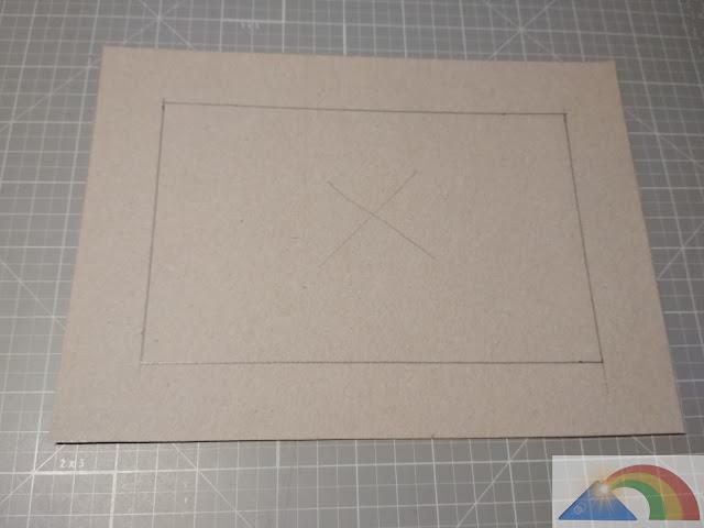 Dibujo del marco sobre el cartón
