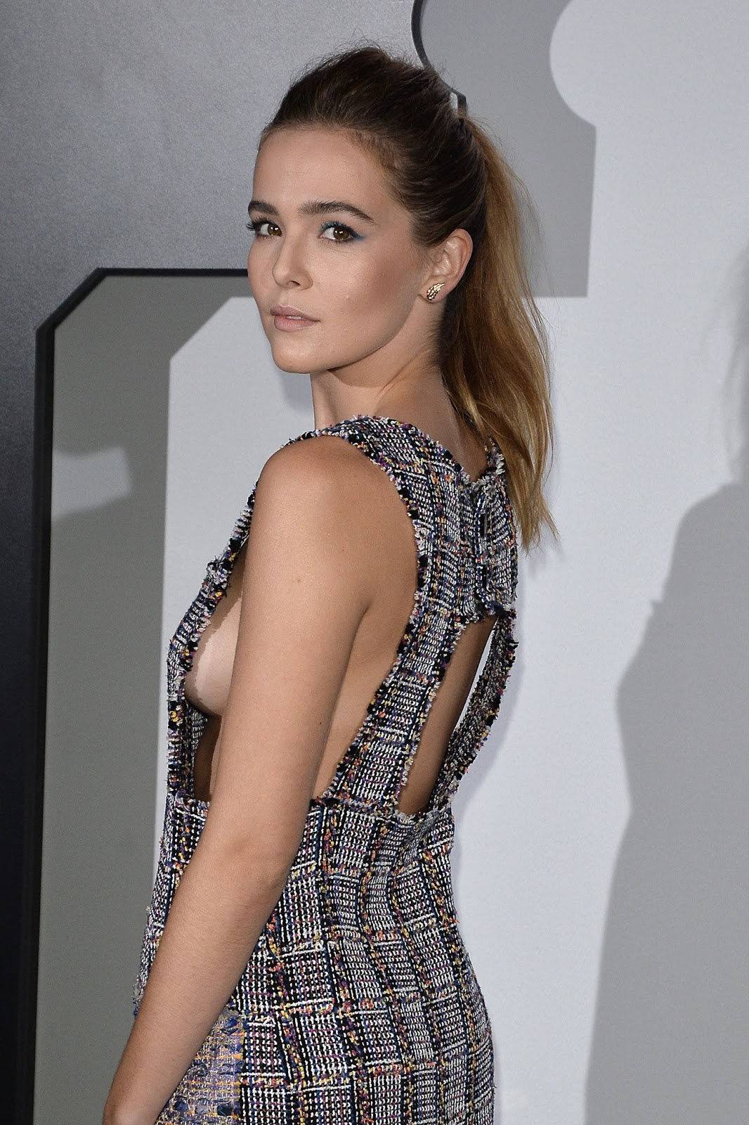 Zoey Deutch Sideboobs
