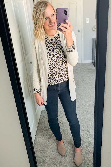 Leopard t-shirt with cardigan and black jeans #leopardtshirt #cardigan #blackjeans