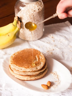 exotic pancakes with caramelized bananas recipe with the preparation method from Oum Walid cuisine