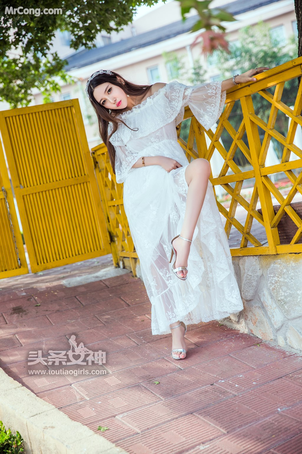 Image TouTiao-2017-08-06-Li-Zi-Xi-MrCong.com-004 in post TouTiao 2017-08-06: Người mẫu Li Zi Xi (李梓熙) (37 ảnh)