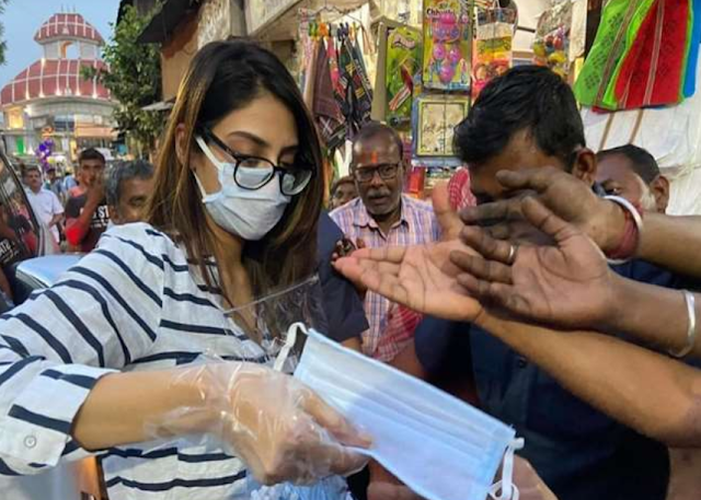 Coronavirus: Nusrat Jahan distributed masks on the road after the message of social distancing