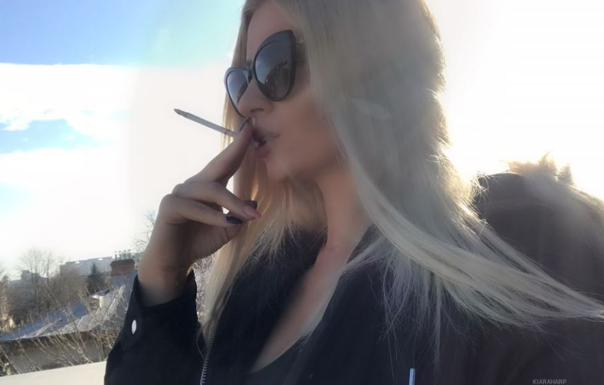 https://www.glamourcams.live/chat/KiaraHarp