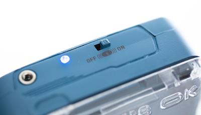 Jack Audio 3,5 mm dan tombol aktivasi Bluetooth