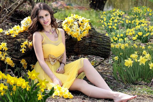 beautiful girls wallpaper in yellow dress