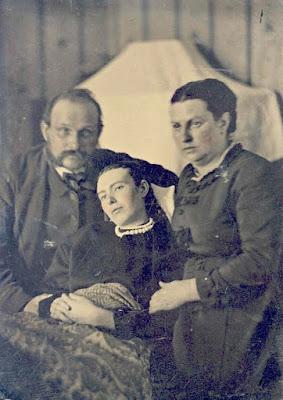 A post mortem family photograph
